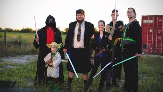 Jake y sus amigos con un cosplay de Star Wars