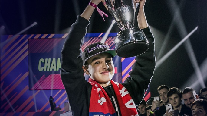 Dhtekkz Lifts The First Fut Champions Cup Trophy Of The Season
